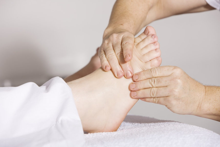 how to give a foot massage